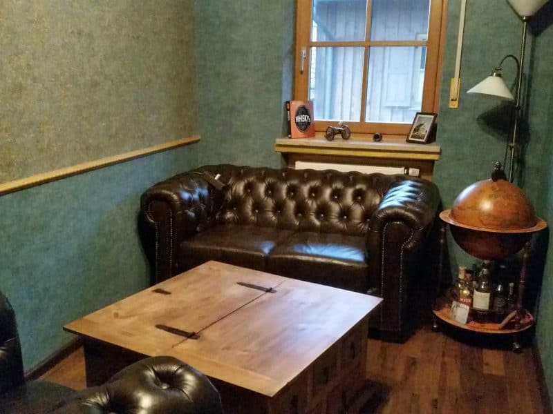 Das fertig eingerichtete Herrenzimmer