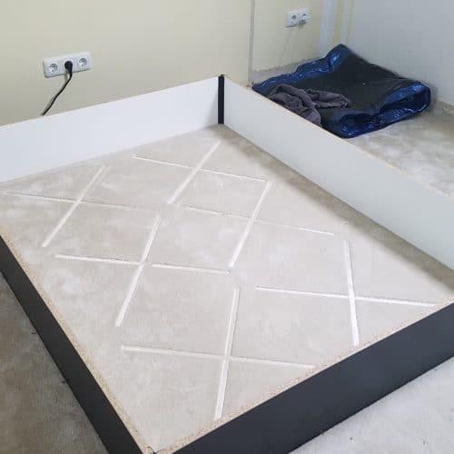 Abbau altes Wasserbett auf Teppichboden